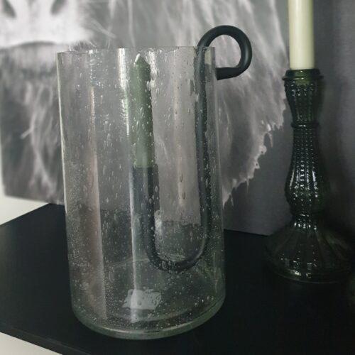 Glazen windlicht met metalen kaarsenhouder